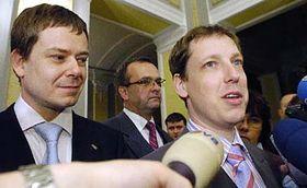 De izquierda: Pavel Nemec y Stanislav Gross (Foto: CTK)