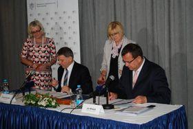 Ministr Lubomír Zaorálek aministr Jan Mládek, foto: ©Ministerstvo zahraničních věcí ČR