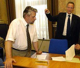 Ministr vnitra František Bublan aministr zahraničních věcí Cyril Svoboda (vpravo) -  zasedání bezpečnostní rady státu, foto: ČTK