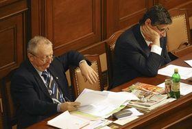 Ministro Eduard Janota y Primer Ministro Jan Fischer, foto: ČTK