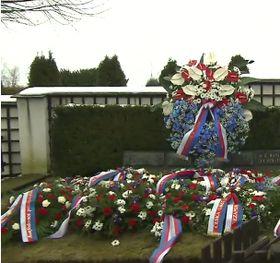 Kranzniederlegung am Grab von Masaryk in Lány (Foto: ČT24)