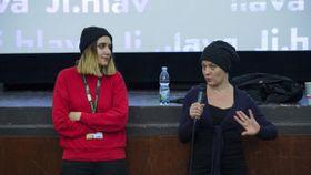 Аполена Рыхликова и Саша Углова, Фото: официальный сайт фестиваля документальных фильмов в Иглаве
