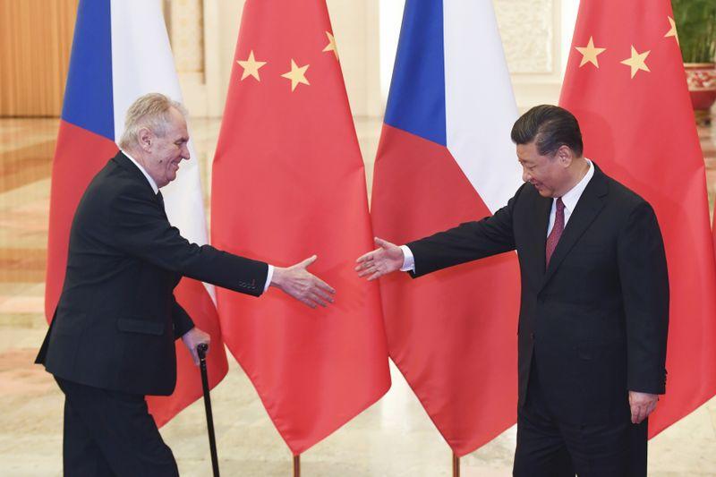 Miloš Zeman und Xi Jinping (Foto: ČTK/AP/Madoka Ikegami)