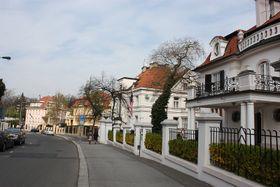 Typical street in Prague Bubeneč, photo: Krokodyl, Wikimedia CC BY-SA 3.0