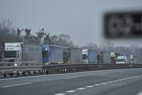 Stau am Grenzübergang Lanžhot (Foto: ČTK / Václav Šálek)