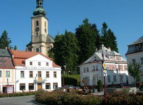 Krásná Lípa, pivovar je bílá budova vlevo, foto: oficiální web obce Krásná Lípa