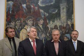 Милослав Рансдорф (второй справа) в штаб-квартире компартии в Праге, Фото: ЧТК