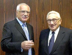 Presidente checo, Václav Klaus y el ex secretario de Estado norteamericano, Henry Kissinger (Foto: CTK)