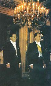 Slavnostní uvedení vúřad prezidenta (vlevo viceprezident Goulart)
