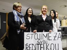 Ivanka Kohoutová (a la izquierda) con sus estudiantes y apoyadoros, foto: ČTK