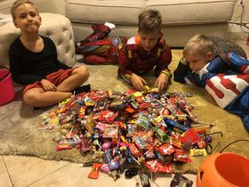 Jana Ciglerová's sons enjoy sweets from Halloween carolling, photo: archive of Jana Ciglerová