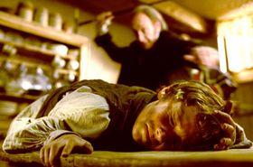 Die Hauptrolle verkörpert Barney Clark.