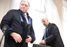 Адвокат Томаш Сокол (слева). Фото: Филип Яндоурек, Чешское радио
