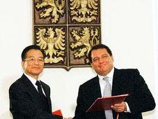 Chinesischer Premierminister Wen Jiabao und sein tschechischer Amtskollege Jiri Paroubek (Foto: CTK)