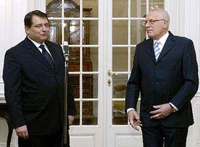 Presidente Václav Klaus (a la derecha) y primer ministro, Jirí Paroubek (Foto: CTK)