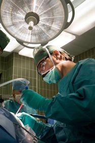 Операция мозга. Иллюстративное фото: Архив больницы «На Гомолке»