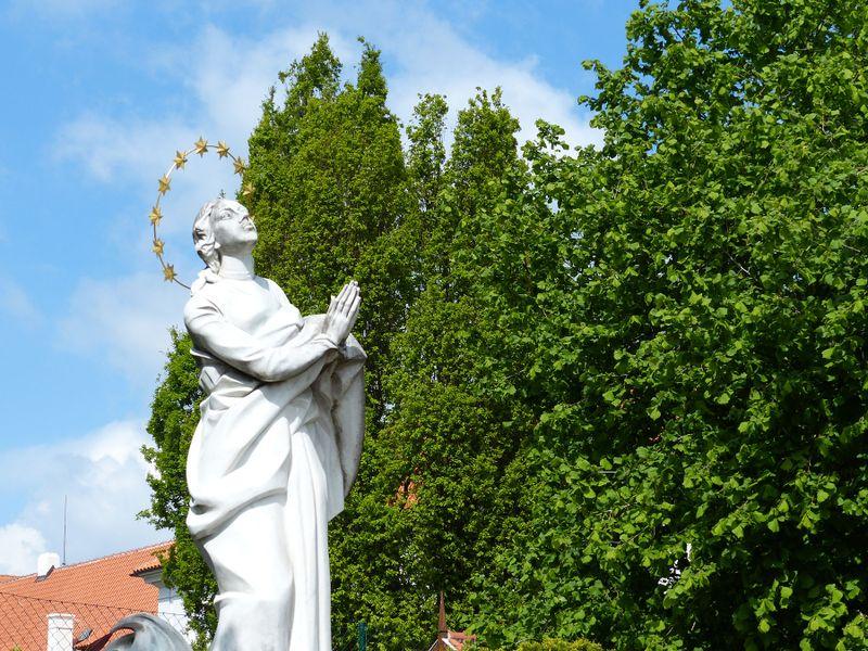 "Statue der ""Maria aus dem Exil"" (Foto: Klára Stejskalová)"