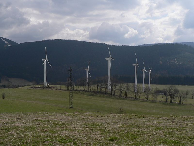 Větrné elektrárny vOstružné, foto: Martin Vavřík, Public Domain