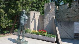 Socha Milana Rastislava Štefánika před budovou hvězdárny, která nese jeho jméno, foto: Martina Bílá