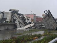 Polcevera-Viadukt in Genua nach dem Einsturz (Foto: ČTK / AP / Luca Zennaro)