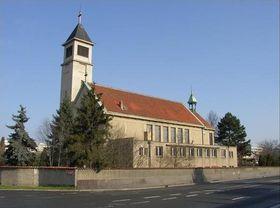 L'église Notre-Dame-de-la-Paix à Lhotka