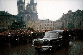 Похороны Яна Палаха, толпа на Староместской площади, фото: ABS