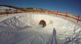 Na trati Funline vPeci pod Sněžkou čeká na lyžaře nejdelší sjezdařský tunel vČR, foto: YouTube