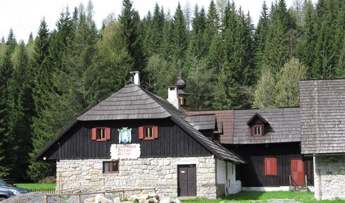Antýgl, photo: Peku, CC BY-SA 3.0
