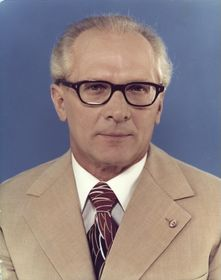 Erich Honecker (Foto: Bundesarchiv, Bild 183-R1220-401 / Unknown / CC-BY-SA 3.0)