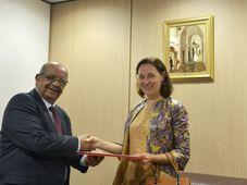 Lenka Pokorná avec l'ancien ministre Abdelkader Messahel, photo: Twitter d'Abdelkader Messahel