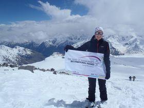 Kamila Otrubová subió al monte Elbrús, foto: presentación oficial de DOFE