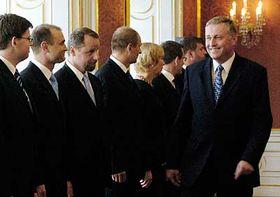Mirek Topolánek (vlevo) abudoucí členové vlády, foto: ČTK