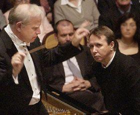 Дирижер Леонард Слаткин (налево) и пианист Михаил Плетнев (Фото: ЧТК)