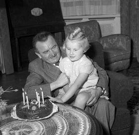 Klement Gottwald con su nieta, foto: ÈTK