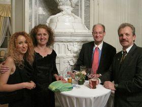 Olga Černá (2. von links)