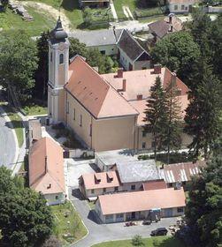 El monasterio benedictino de Bakonybél, foto: Civertan, CC BY-SA 2.5