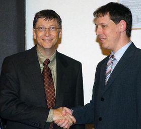 Bill Gates y Stanislav Gross (Foto: CTK)