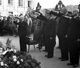 Президент Э. Гаха и Э. Моравец  -  вправо) v r. 1942, фото: открытый источник