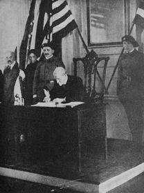 Масарик подписывает декларацию независимости