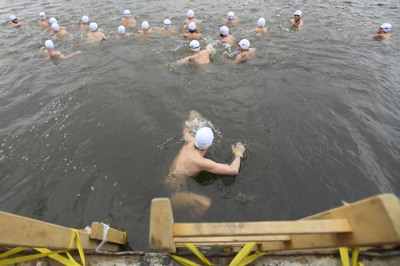 Polar Bear Dip in the Vltava, photo: ČTK / Ondřej Deml