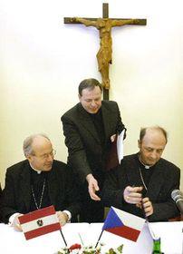 Christoph Schonborn y Jan Graubner (de la derecha)