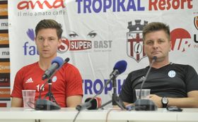 Душан Угрин мл.(справа) и Томаш Пршикрыл перед матчем с албанским «Скендербеу», Фото: ЧТК