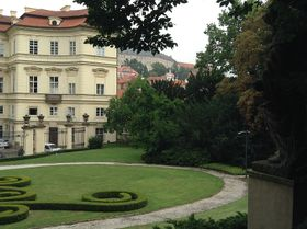Zahrada velvyslanectví dnes, po 25 letech, foto: Gerald Schubert