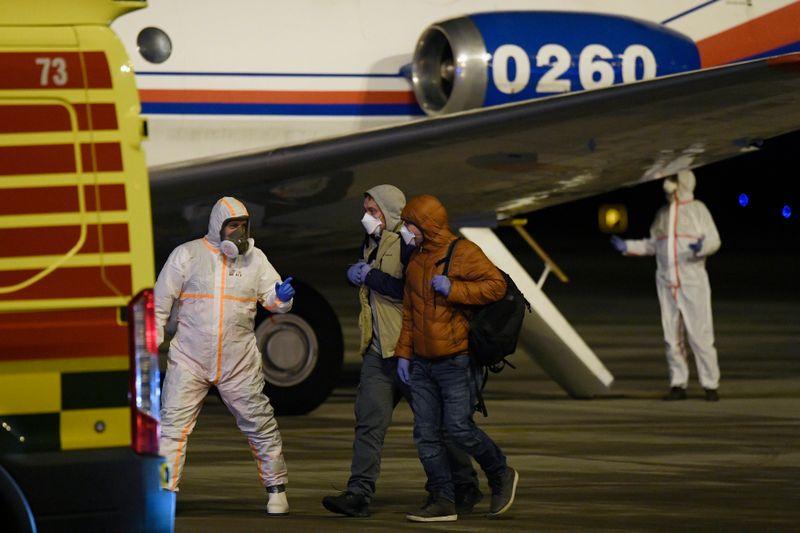 Die Evakuierten landeten kurz nach Mitternacht auf dem Prager Václav-Havel-Flughafen (Foto: ČTK / Ondřej Deml)