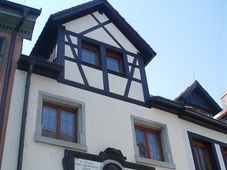 Hus-Haus (Foto: Gortyna, Wikimedia CC BY-SA 3.0)