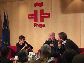 Fernando Aramburu, Vít Kazmar y Anna Tkáčová, foto: Instituto Cervantes