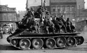 Воины танковой армии Рыбалко в Усти-на-Лабе, foto: Aрхив Вацлава Влка ст.