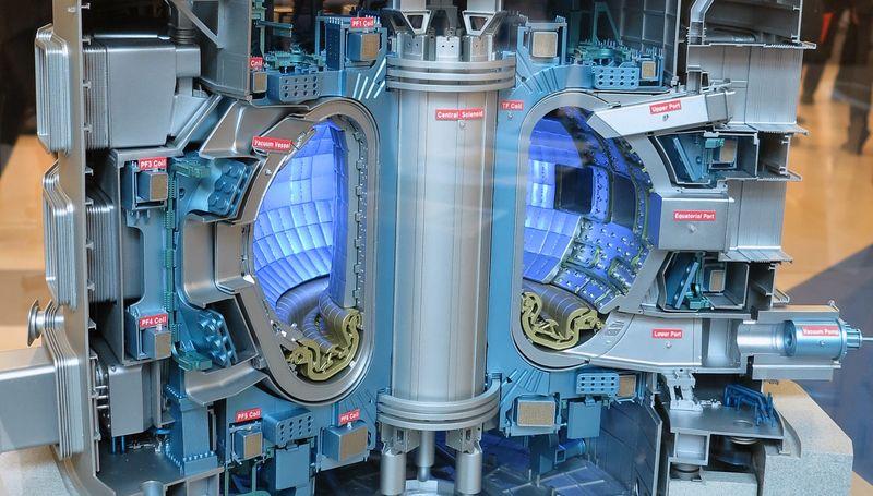 Макет термоядерного реактора ИТЕР, фото: Conleth Brady / IAEA, Wikimedia Commons CC BY-SA 2.0