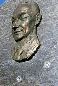Памятник Александру Дубчеку (Фото: ЧТК)