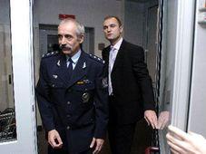 Polizeipräsident Jirí Kolár (hinten Ivan Langer) Foto: CTK